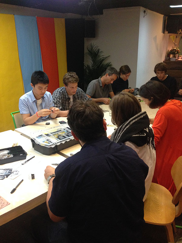 Saturday Market Project Fixing workshop Fixperts